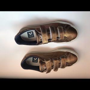 VEJA   Gold sneaker